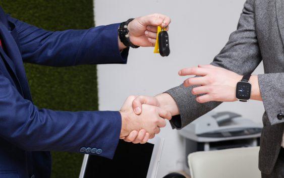 overdragelse af bilnøgler